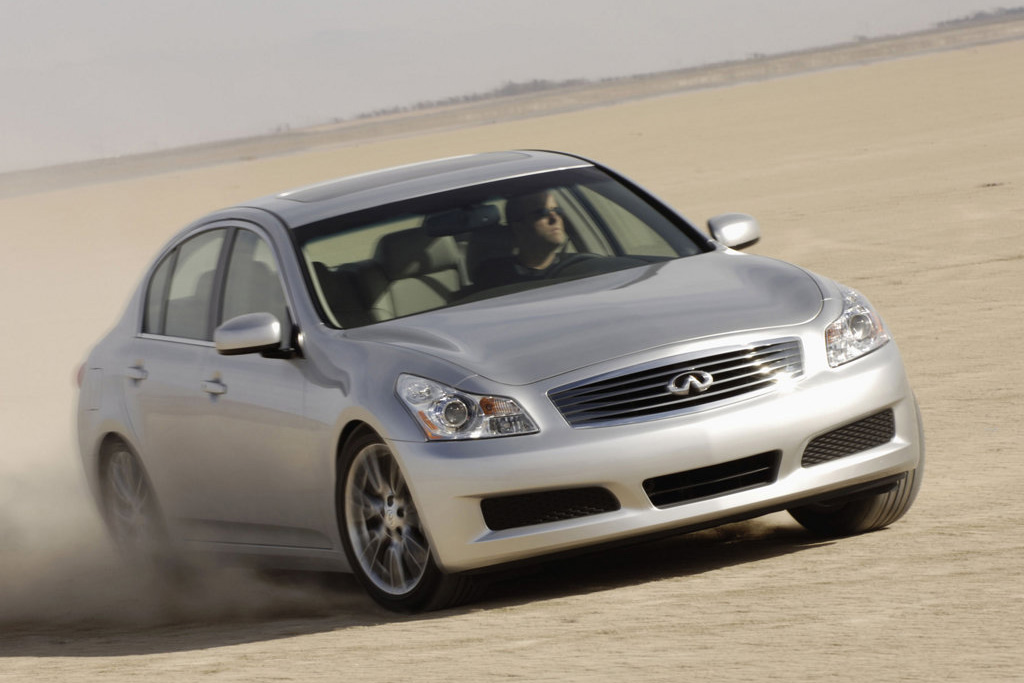 car used large review infinity reviews autotrader infiniti featured cars image