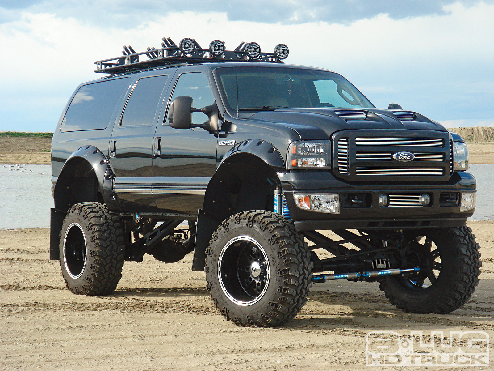 The  Ford Excursion The Beast Is Back Rh Autowise Com Ford Excursion Engine Ford Excursion Specs