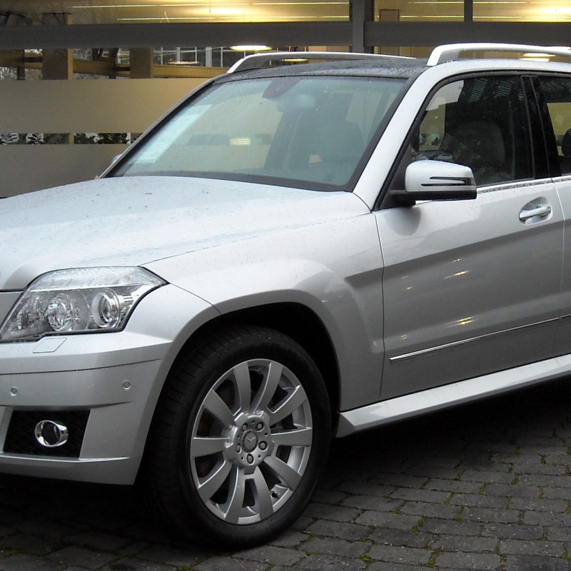 Mercedes benz glk luxury crossover suv review gear heads for Mercedes benz crossover suv