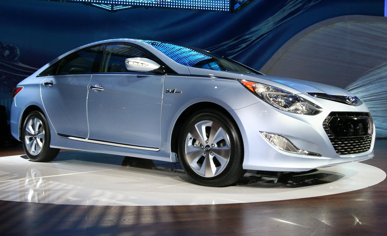 2012 hyundai sonata hybrid a great first hybrid for hyundai. Black Bedroom Furniture Sets. Home Design Ideas