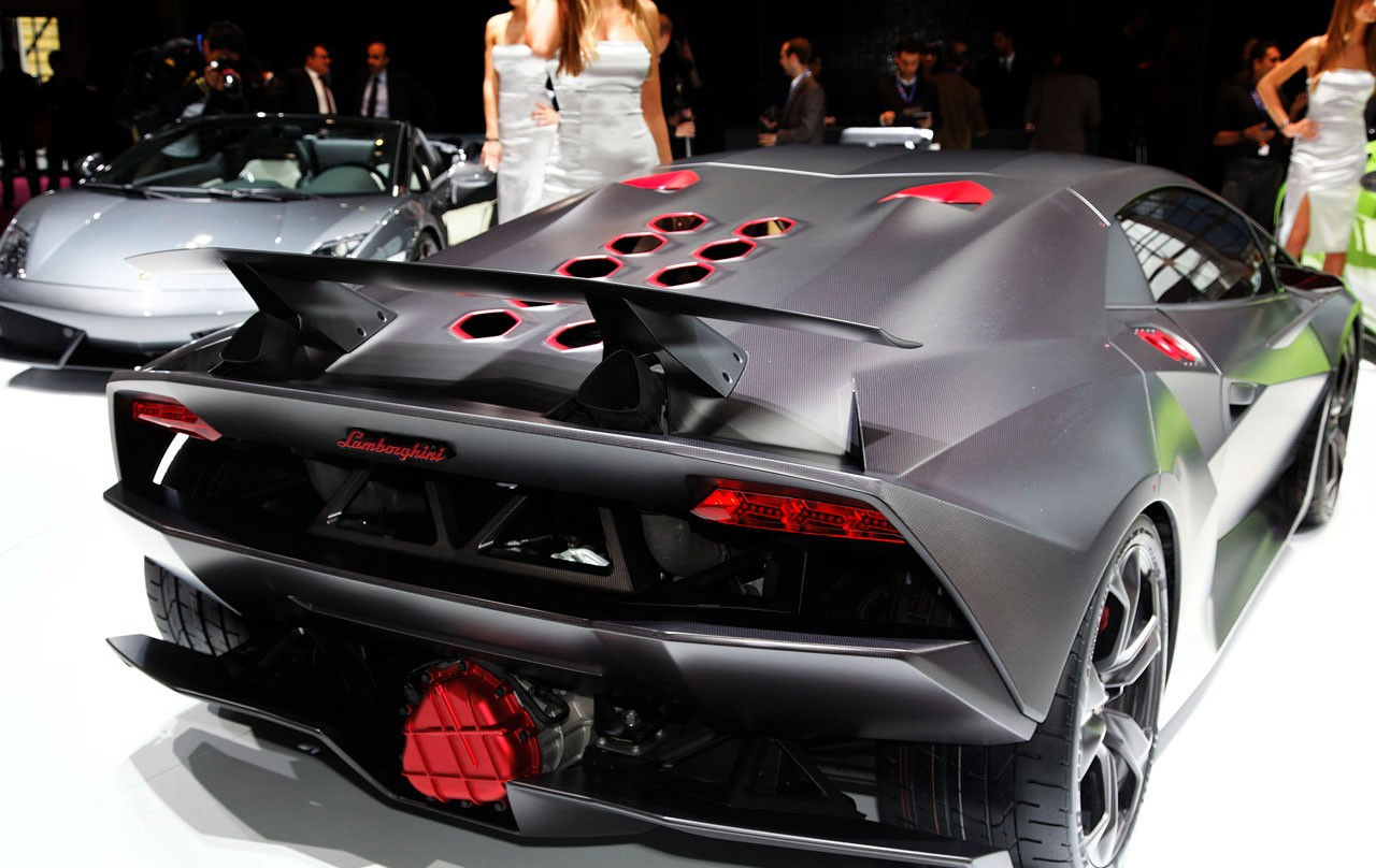 lamborghini sesto elemento shows brilliance in madness. Black Bedroom Furniture Sets. Home Design Ideas