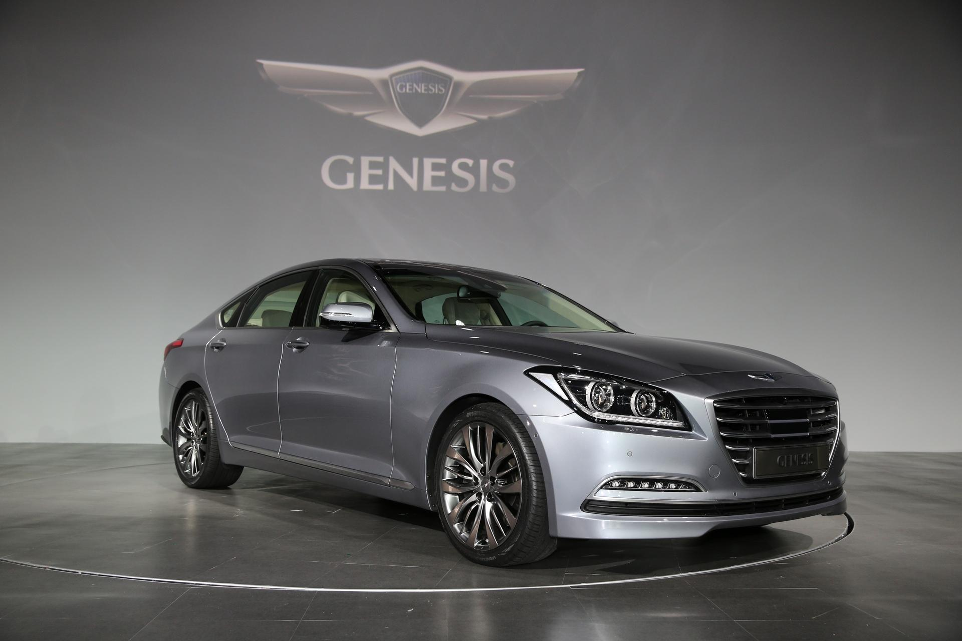 tech boasting 2015 hyundai genesis midsize sport sedan. Black Bedroom Furniture Sets. Home Design Ideas