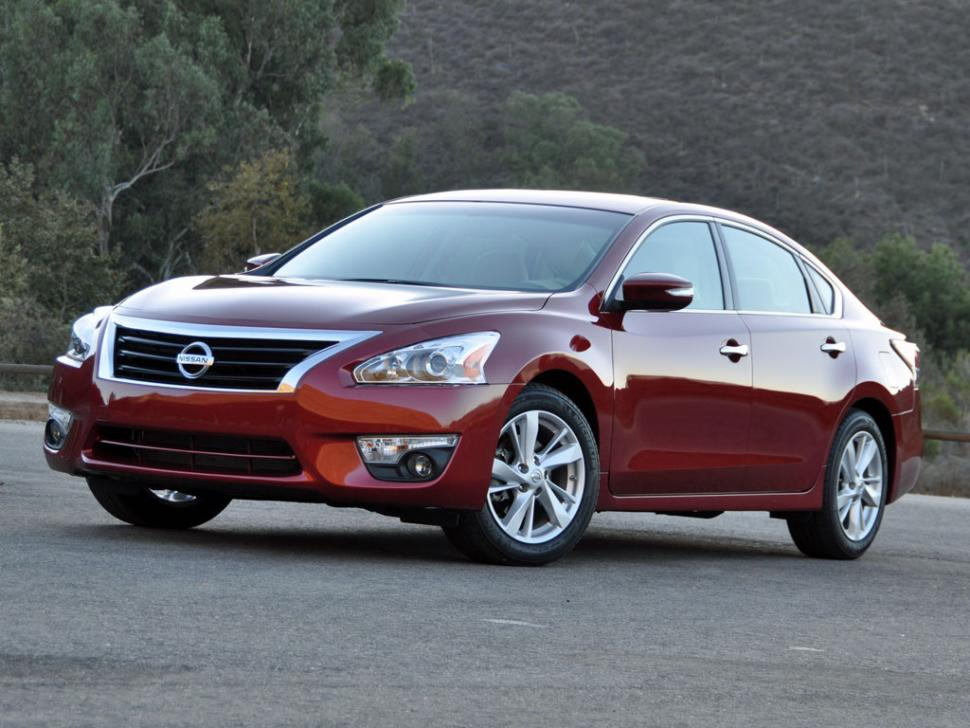 the newest nissan altima a total hit for the automotive market. Black Bedroom Furniture Sets. Home Design Ideas