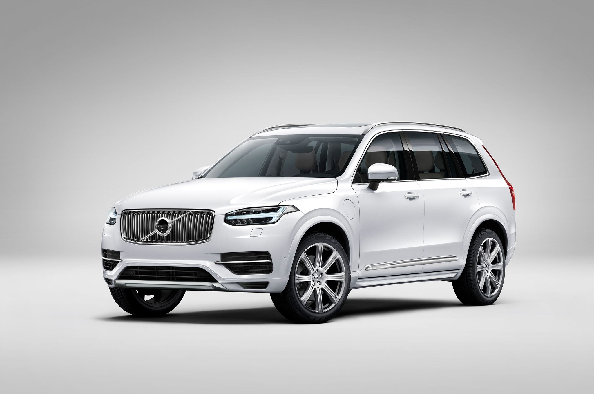 the long awaited 2016 volvo xc90 t8 mix of a power coupled and great fuel economy. Black Bedroom Furniture Sets. Home Design Ideas