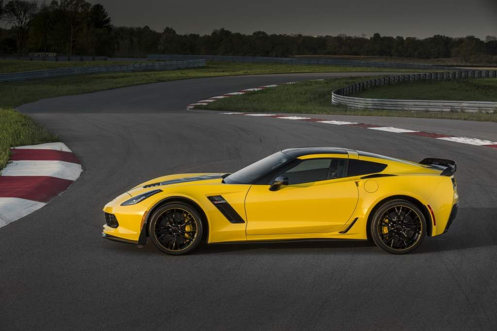 Corvette Z06 C7R Side View