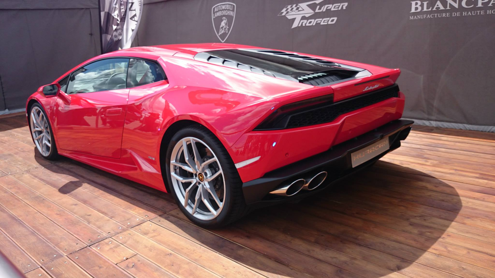 rosso mars lamborghini huracan is red hot. Black Bedroom Furniture Sets. Home Design Ideas