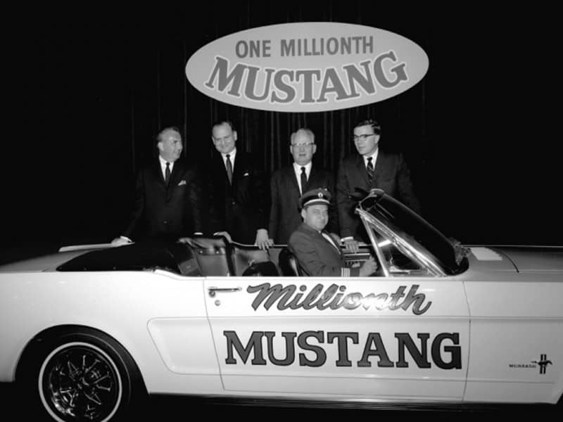 Ford Mustang 100001