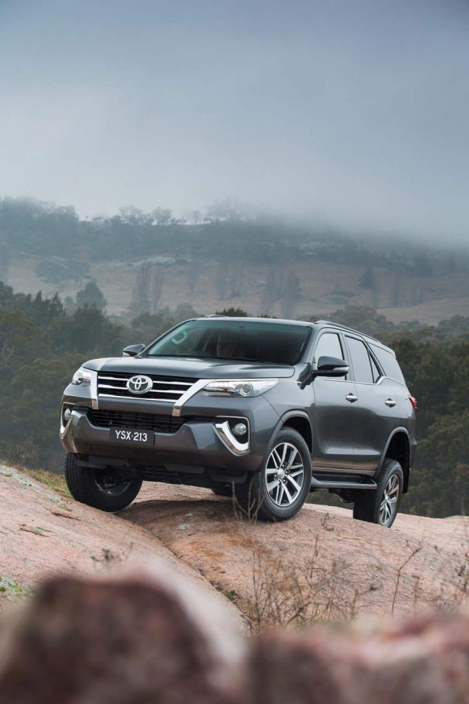 Toyota Fortuner Rock Crawling Off-Road