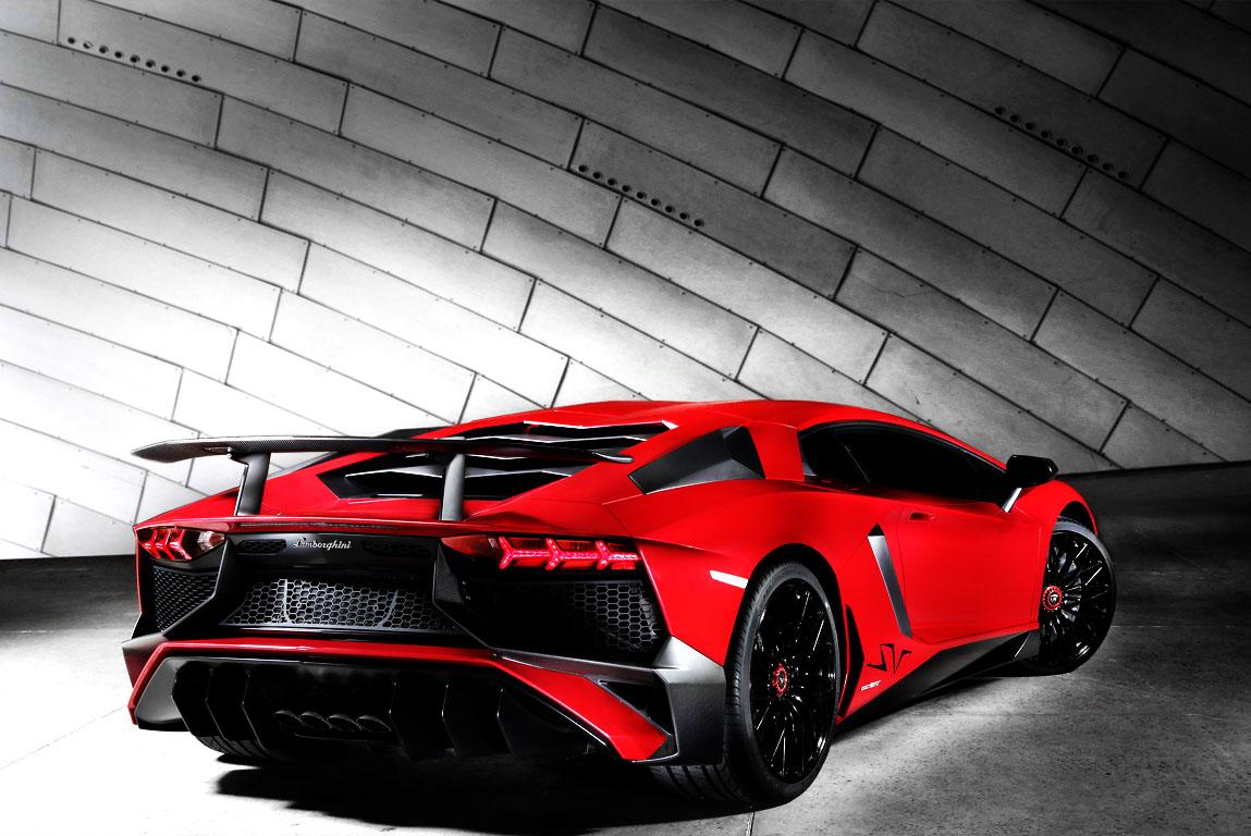 Lamborghini Aventador SV vs. Ferrari 488 GTB