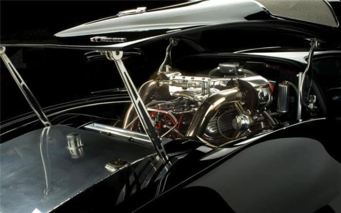 Custom mid-engine '63 Stingray V7 Corvette Engine