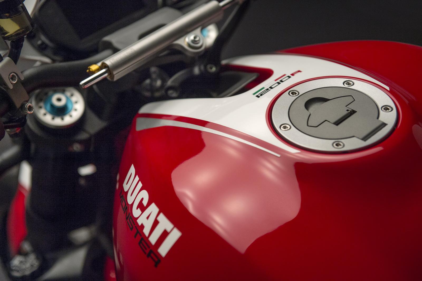 Ducati Monster 1200 R 4