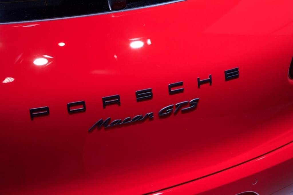 Difference between Macan S and Turbo Rear Badge