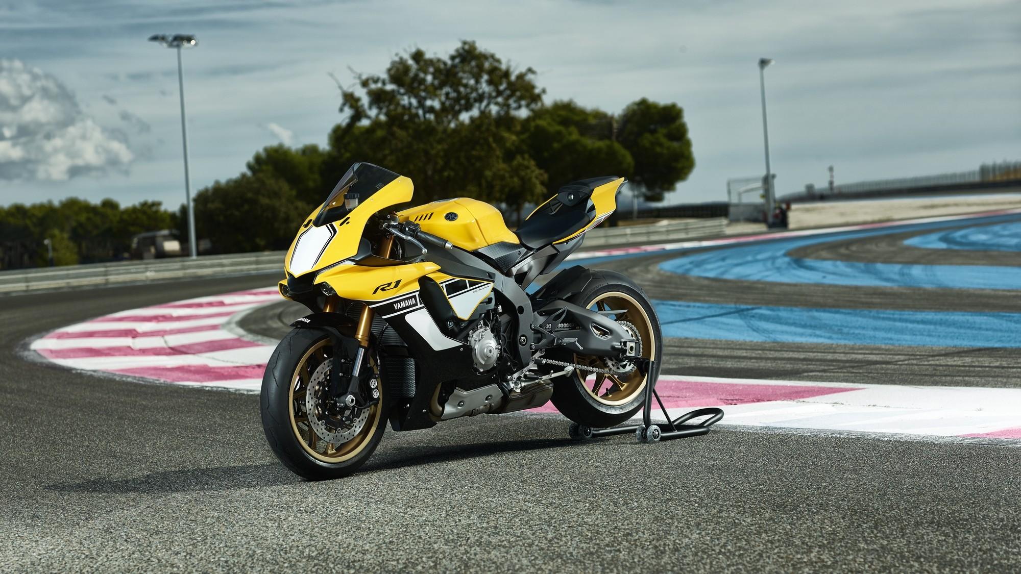 Yamaha R1 Anniversary Edition 3