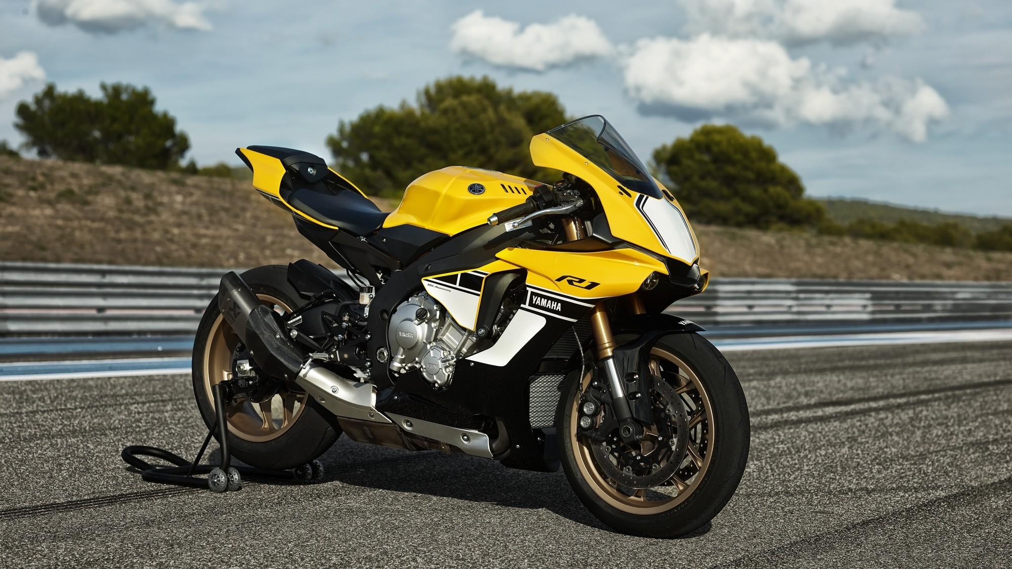 Yamaha R1 Anniversary Edition 2