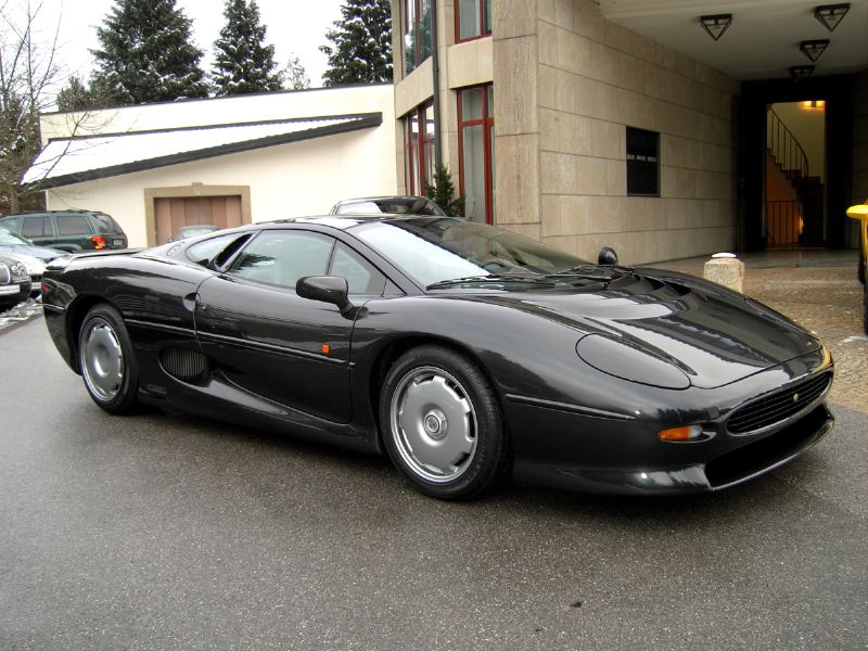 Fastest Cars Of The 90s From Europe - Jaguar xj220