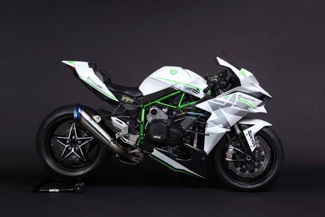 Kawasaki White Trickstar 4
