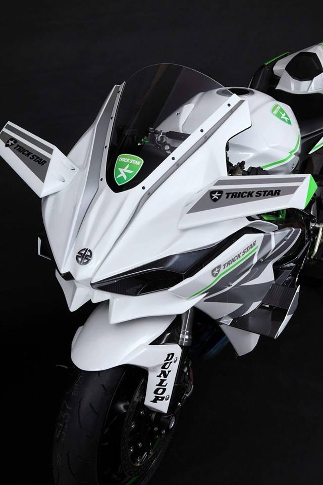 Kawasaki White Trickstar 3