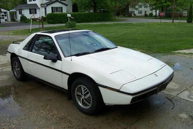 1984-Pontiac-Fiero-White--03