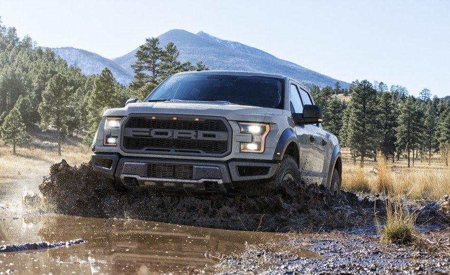 2017-Ford-F-150-Raptor-SuperCrew-102-876x535