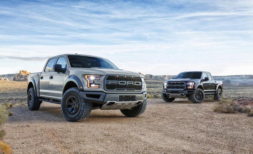 2017-Ford-F-150-Raptor-SuperCrew-103-876x535