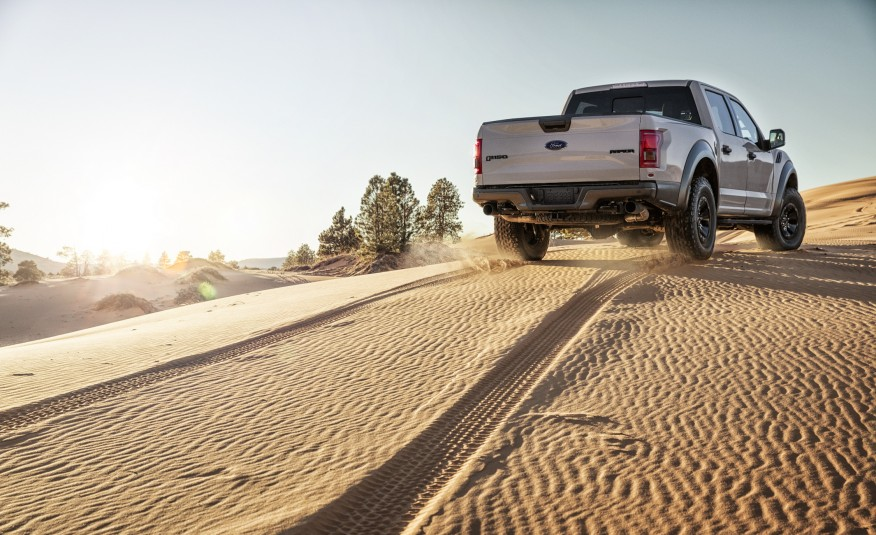 2017-Ford-F-150-Raptor-SuperCrew-105-876x535