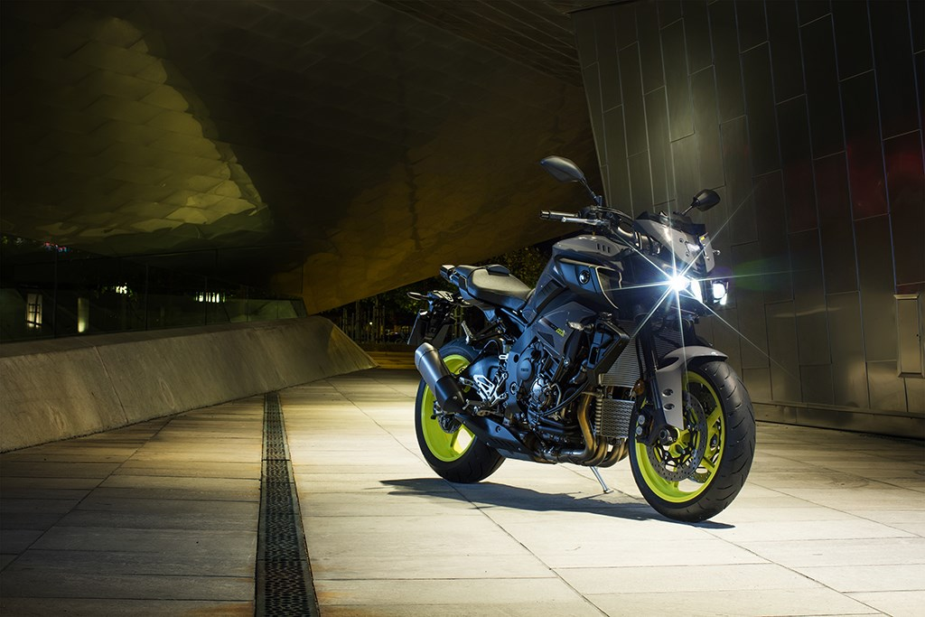 Despite The Re Tuned Engine And Naked Appearance MT 10 Is Still Very Similar To YZF R1 Coming With Same Frame Suspension Swing Arm