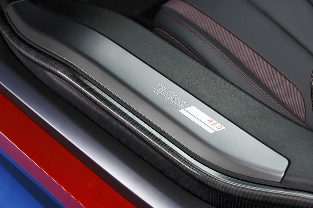 Protonic Red BMW i8 Door sill