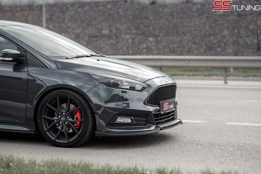 Focus ST Sedan SS Tuning Front Side View