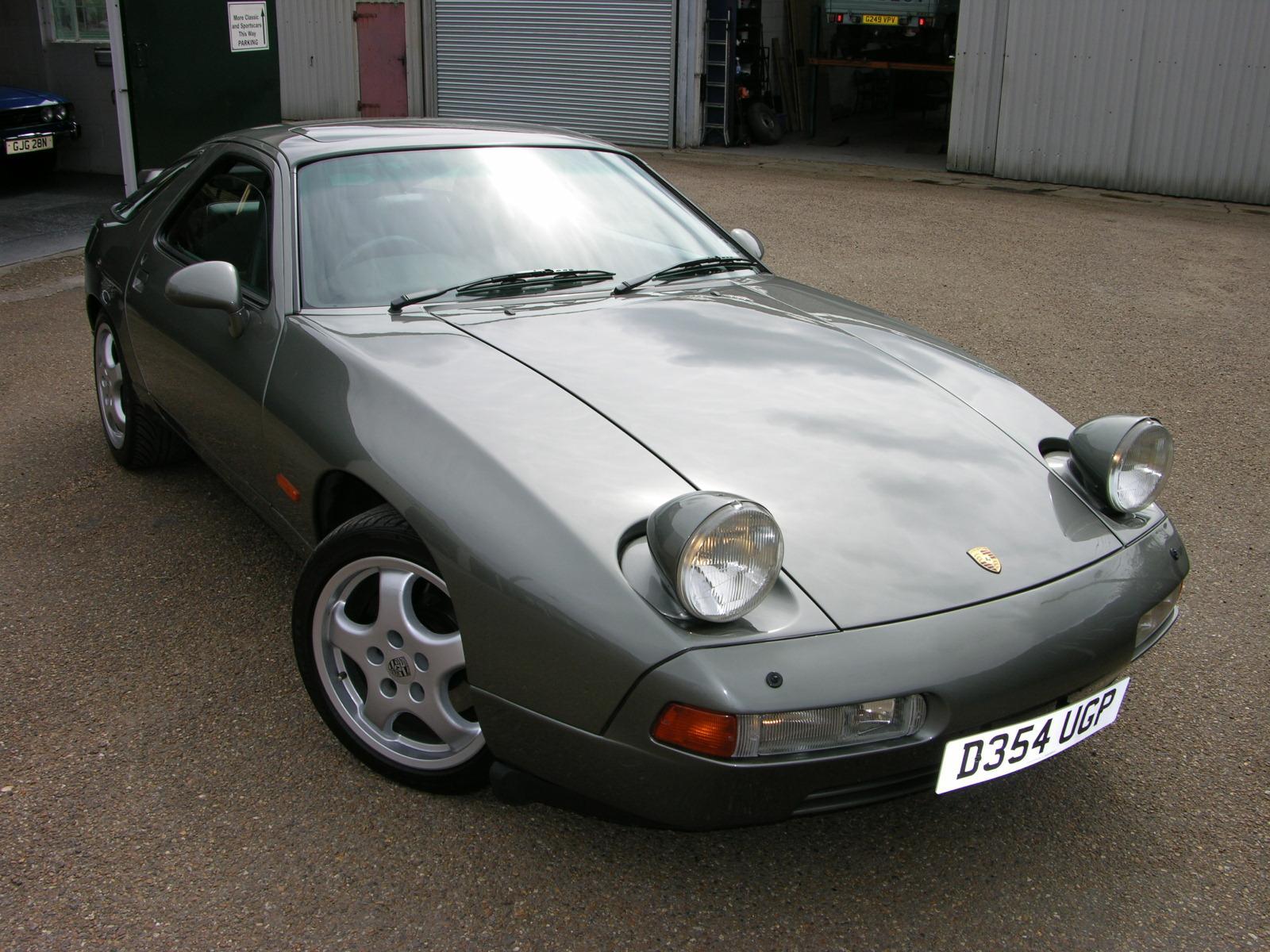 1987_Porsche_928_S4_headlights_on