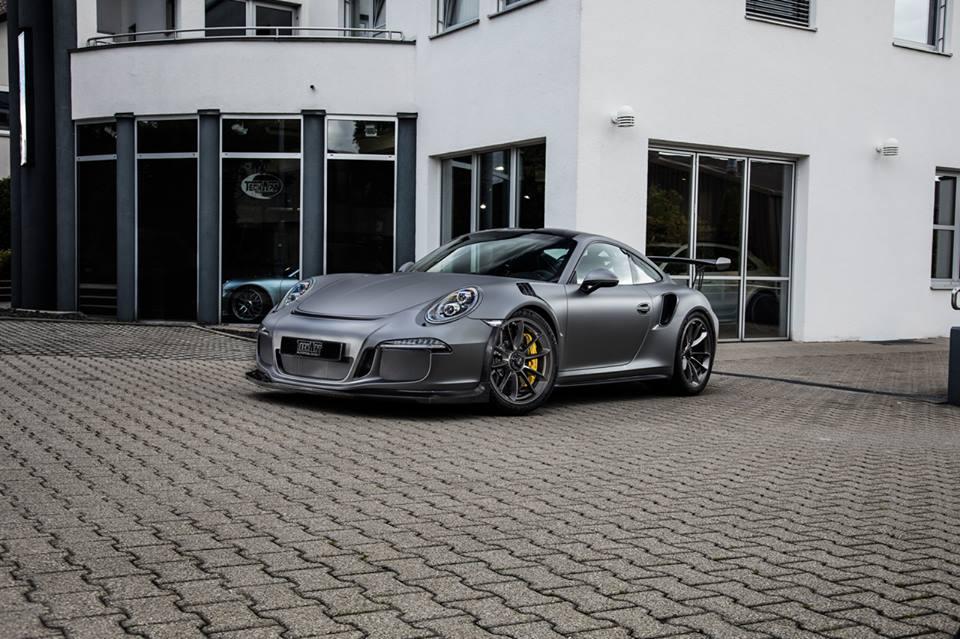 Carbonated Porsche 911 GT3 RS (front)