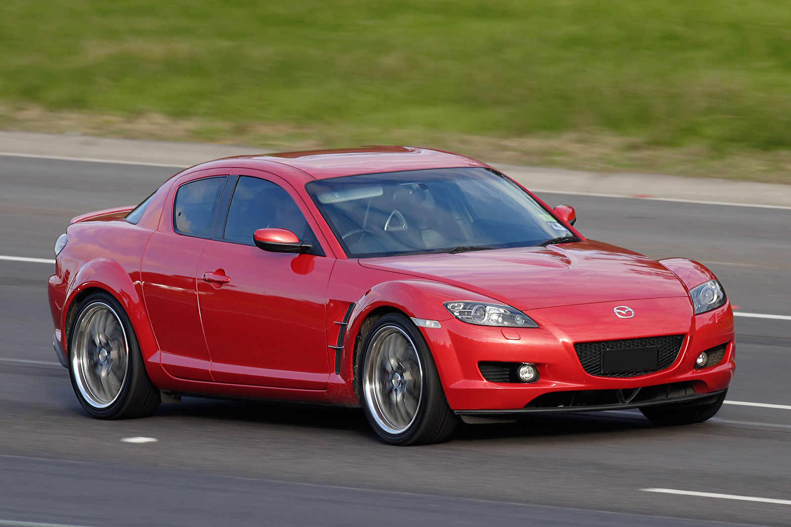 Mazda_RX 8_on_freeway