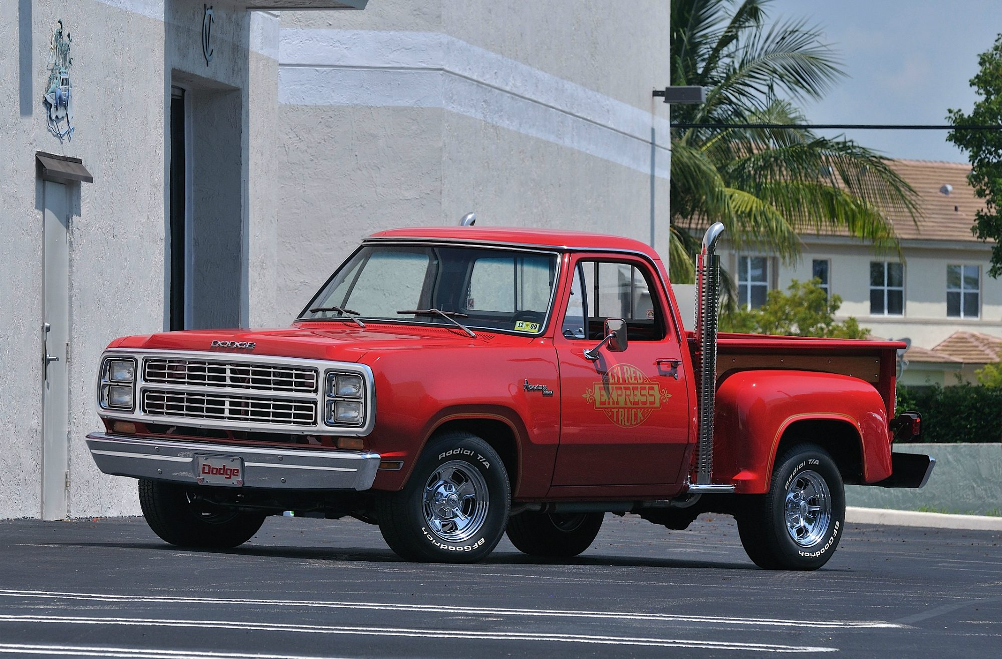 Badass Trucks & Cool SUVs - dodge-lil-red