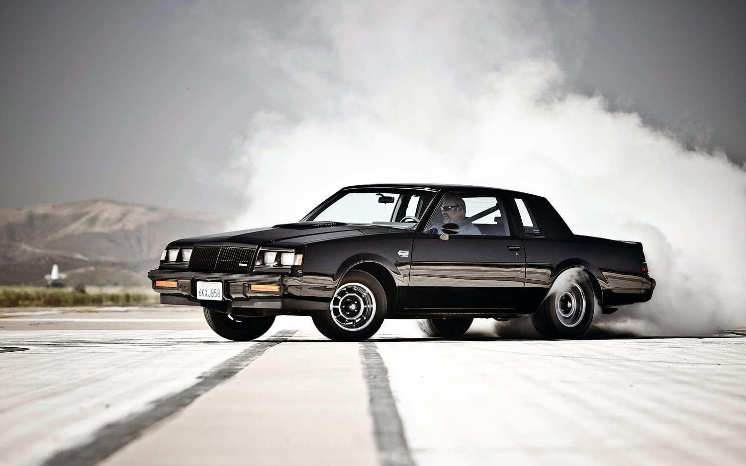 1987-Buick-Regal-Grand-National-side-burnout