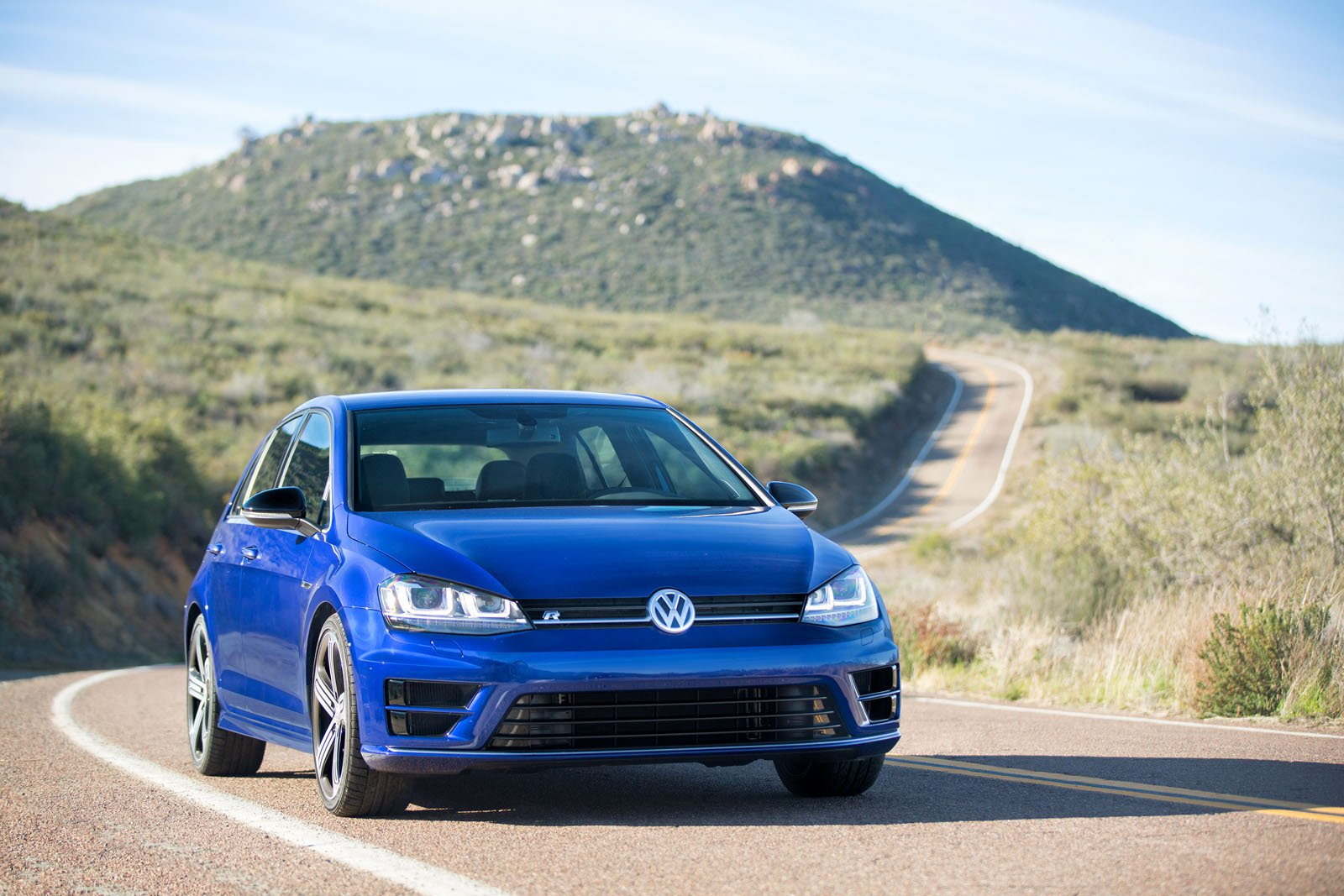 2016-volkswagen-golf-r-review-33