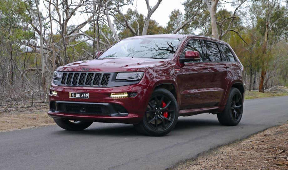 2016_jeep_grand_cherokee_srt_night_05-0801-920x544
