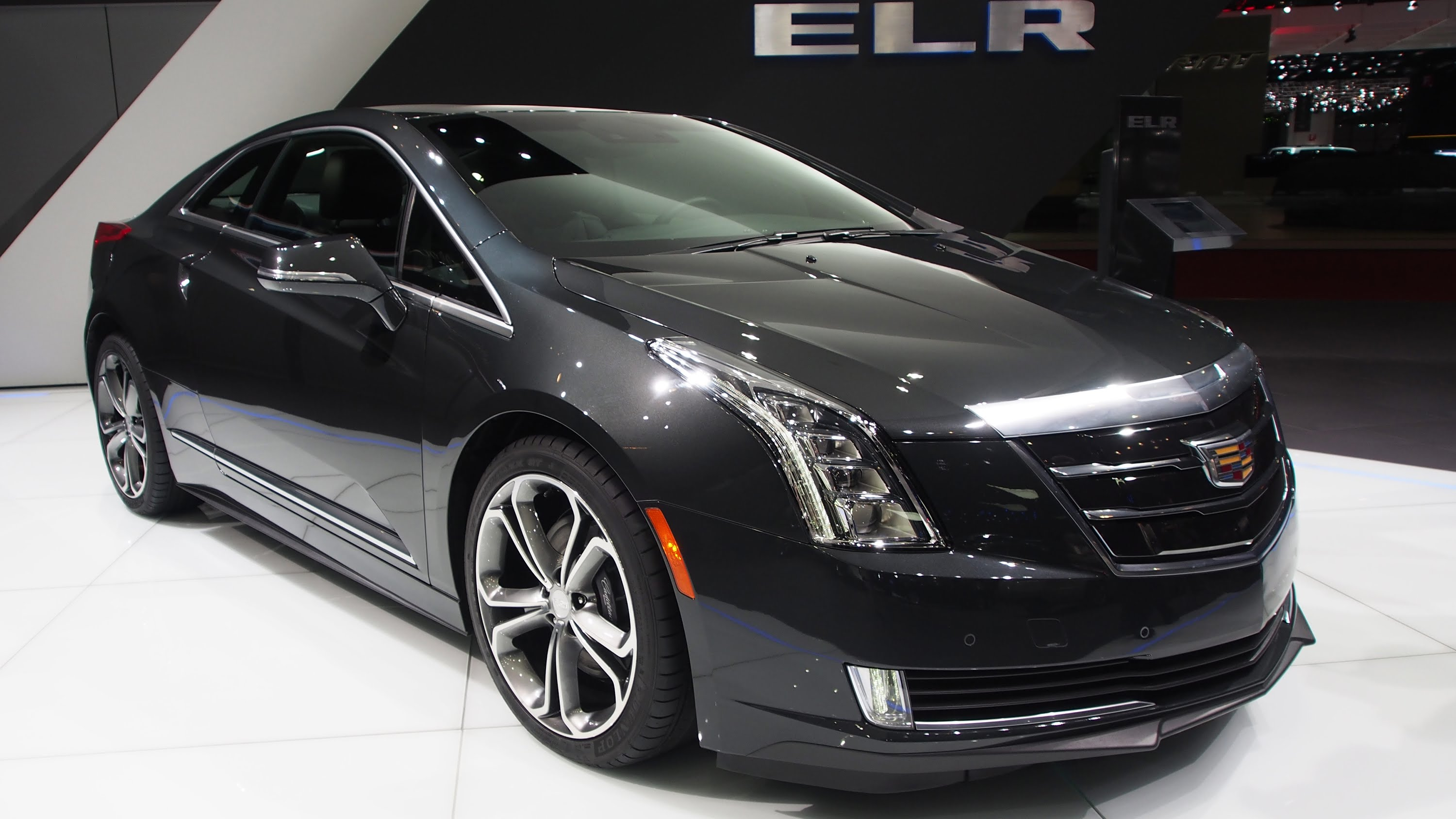 sedan view ratings prices front and xts car fwd l specs overview models photos review the connection door cadillac angular exterior