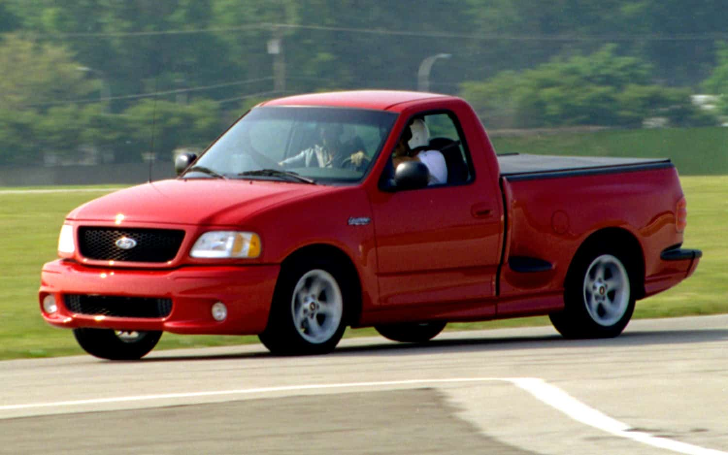1999-ford-f150-svt-lightning-on-track
