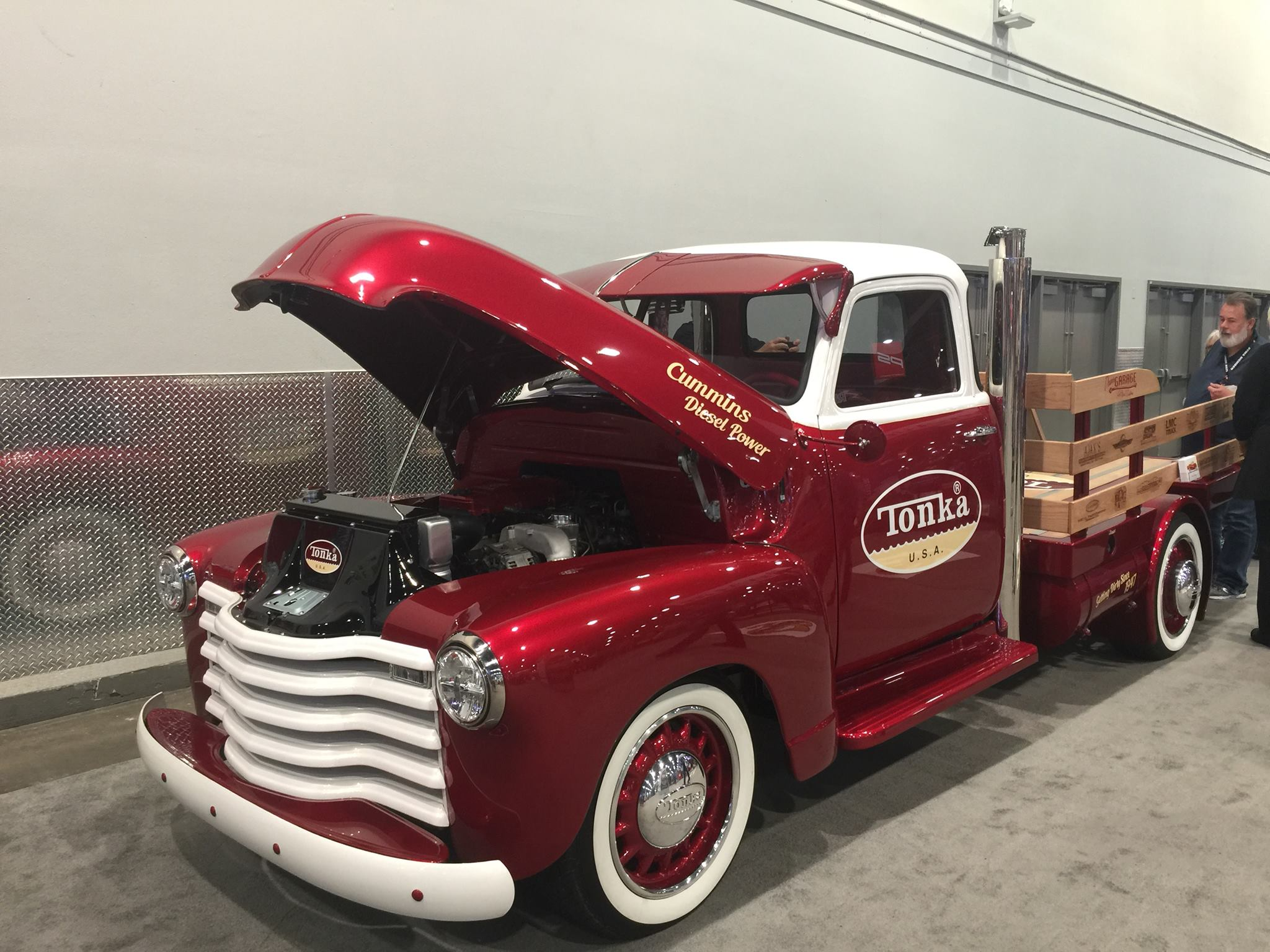 Restomod Trucks SEMA - tonka