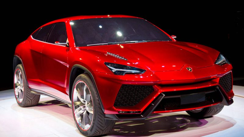 Lamborghini Urus front 3/4 view