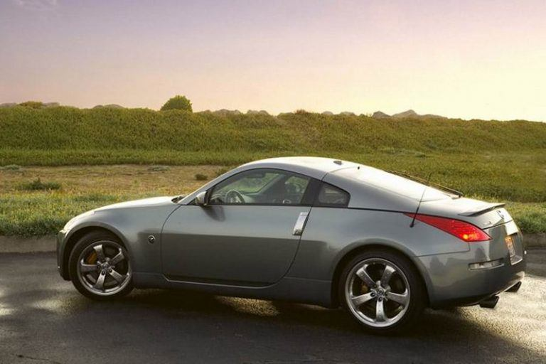 A grey Nissan 350Z - Second of the most dangerous Cars
