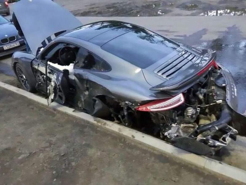 Porsche 911 totaled