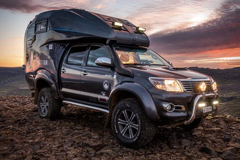 Toyota Hilux Expedition V1 Camper Front 3/4