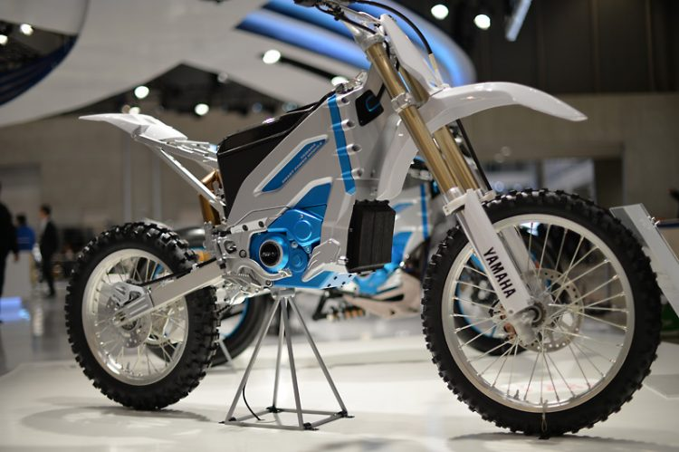 PES2 Yamaha Electric Motorcycle 5