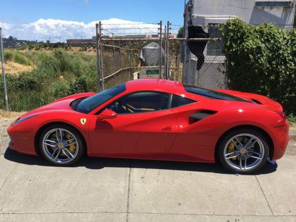 A Thief Steals A Ferrari 488 GTB But Does Not Have Money To Refuel It
