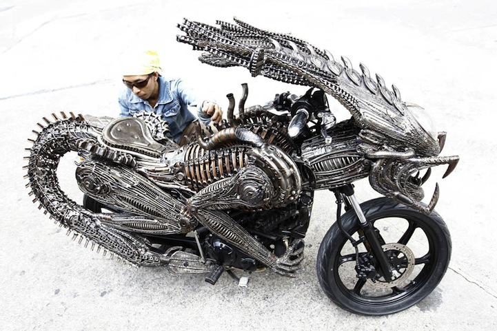 Alien-Predator Motorcycle 3