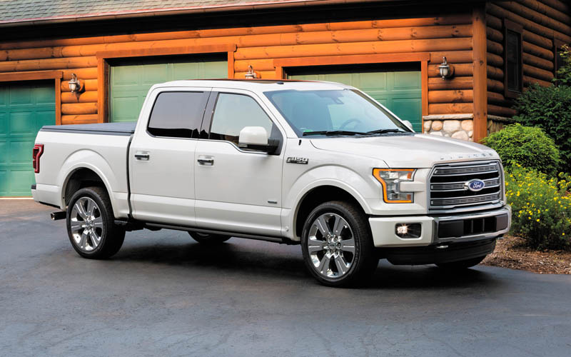 2017 Ford F-150 XLT 4x4 Front 3/4 2