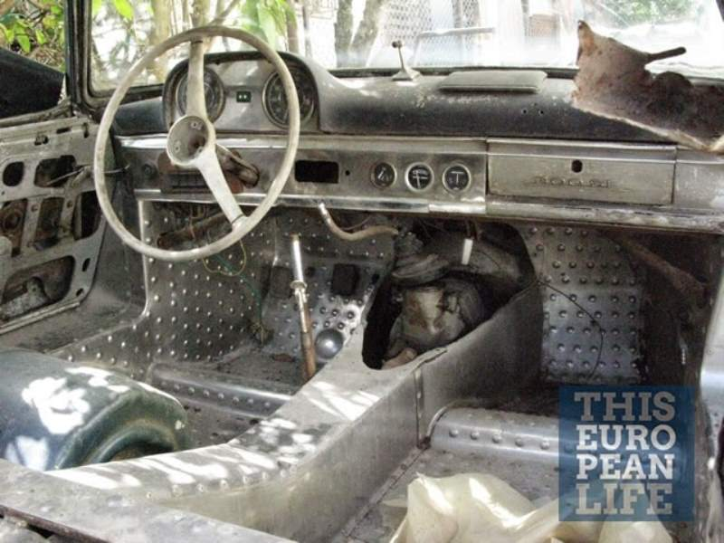 Mercedes-Benz 300SL Cuban Barn Find Interior