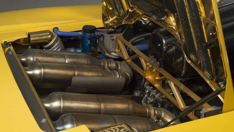 McLaren F1 for sale engine bay 1
