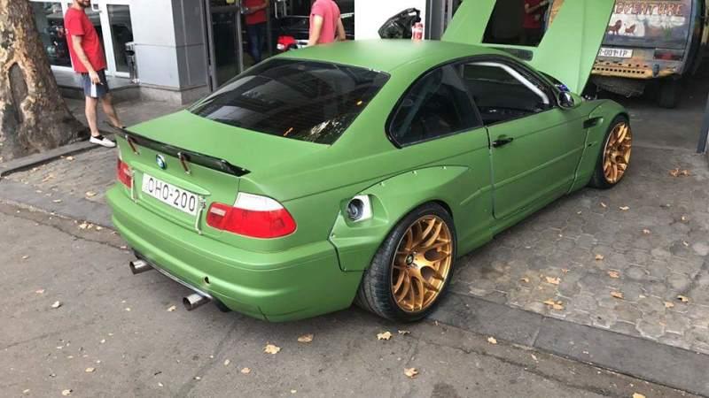 V10 Dodge Viper BMW M3 rear 3/4