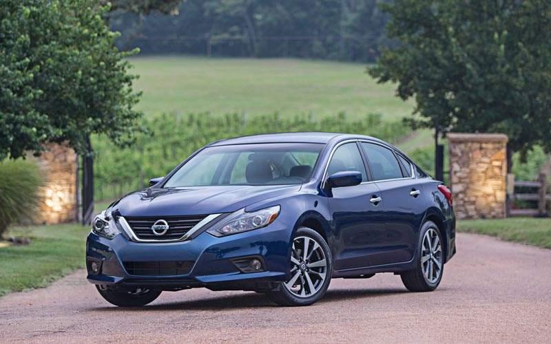 10 Best Selling Sedans of 2017 - Nissan Altima